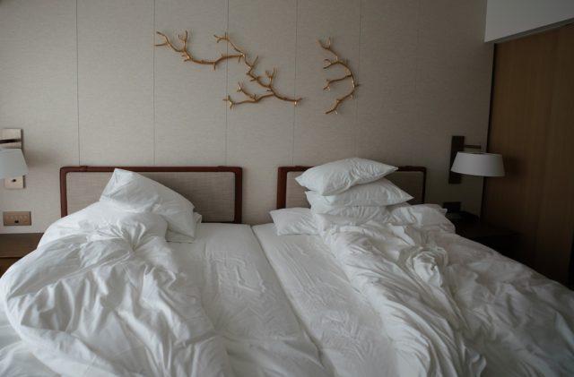 隙間を埋めたベッド