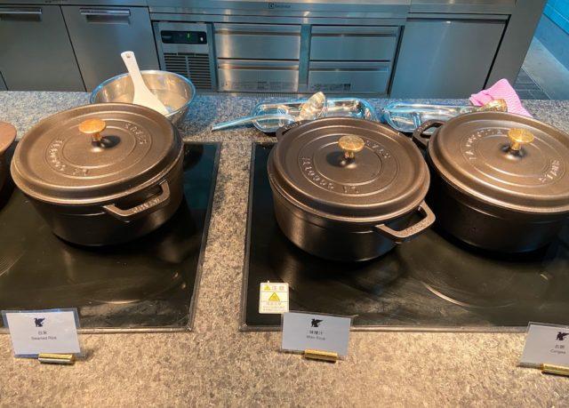 鍋に入ったご飯や味噌汁