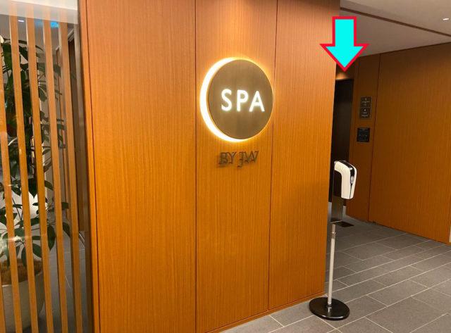 プールに通じるエレベーター