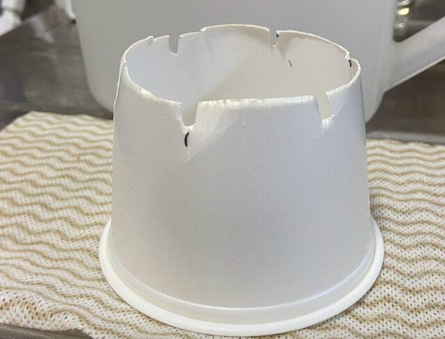 給水口に合うように加工したカップ