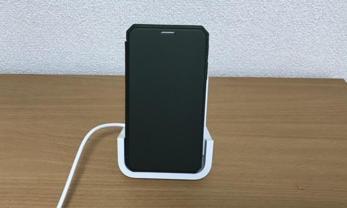 iPhone11を充電中